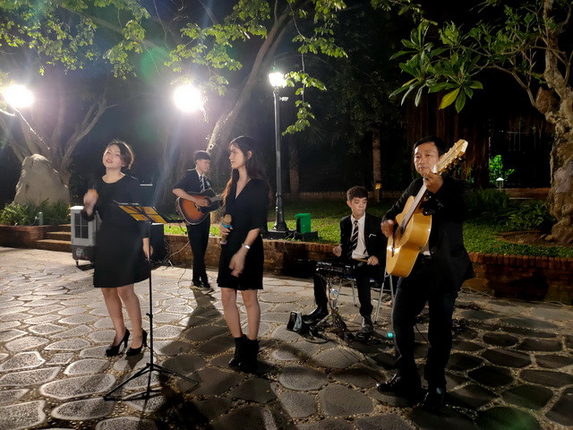 A&B GROUP BAN NHẠC ACOUSTIC TUMBADORA TẠI SAIGON RESORT