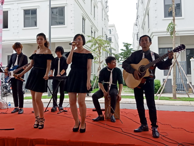 Ban Nhac Acoustic Tumbadora Band Du An KDC Cao Cap Lake View City