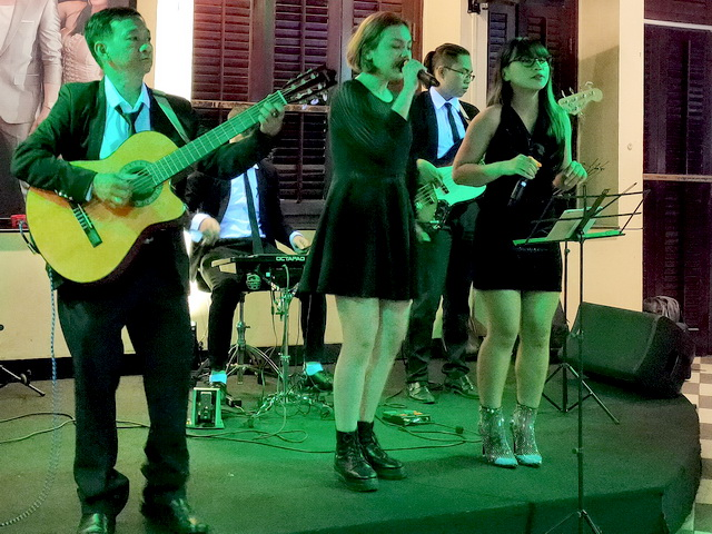 Tumbadora Flamenco Band Su Kien Mercedes Year End Party Caravell Hotel Rooftop Bar 001